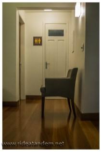 Schöner Boden, schöne Türen und schöne Schilder