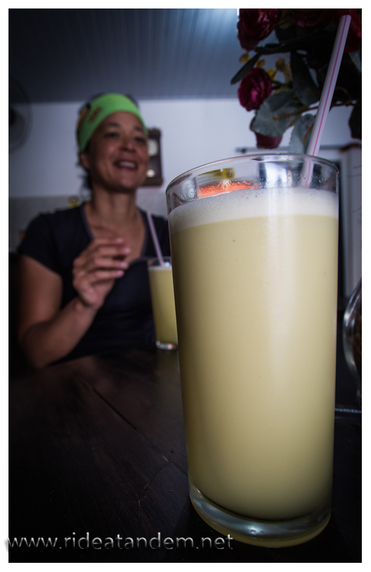 """Zuckerrohrsaft mit einem Spritzer Limette, erstaunlich lecker und energiereich und frisch """"gepresst"""""""