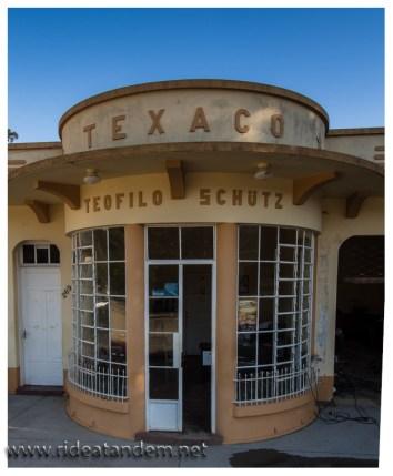 Es soll die älteste und originalste Texaco-Tankstelle der welt sein. Ob das stimmt?? Wir haben keine Ahnung