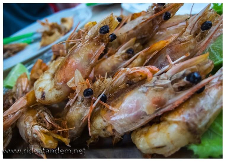 Überraschung; wir gehen an den Strand und lassen uns das leckere Seafood nicht entgehen