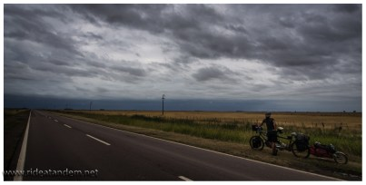 """Einen """"Schlechtwettertag"""" hatten wir in der Pampa. Schade nur, gerade bei dieser Wetterlage Gegenwind zu haben."""