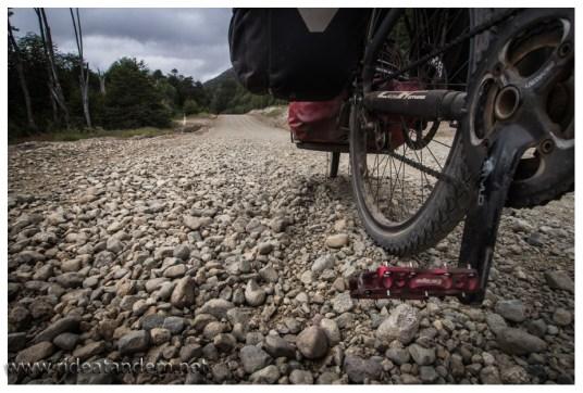 Manchmal wird das mit dem Schotter aber irgendwie übertrieben. Gerade viele lose Steine und dann noch bergauf, schwierig und selten gar nicht zu fahren.