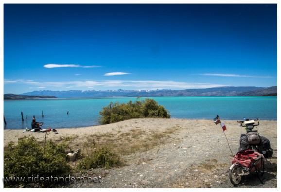 Wir hatten schon schlechtere Mittagsplätze als hier am Lago General Carrera