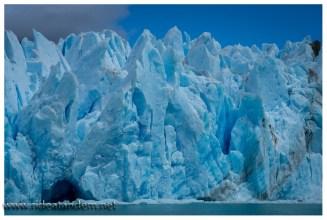 Ich habe bis heute nicht genau verstanden woher die blaue Farbe im Eis kommt. Vielleicht kommt in der Antarktis die einleuchtende Erklärung. Ich warte ungeduldig