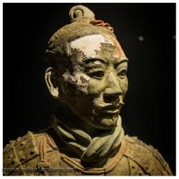 An manchen Statuen konnte die Farbe gerettet werden. Aktuell wird an einem Verfahren gearbeitet mit dem die Farbe konserviert werden kann.