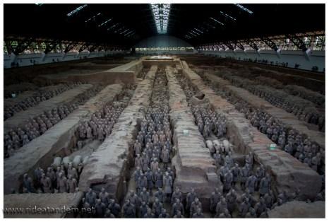Tausende wurden angefertigt, jeder sieht anders aus. Dienstgrade, Waffen und Kleidung wurden nachempfunden.