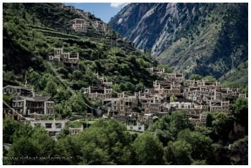 Auf den unmöglichsten Stellen gibt es wunderhübsche Dörfer.