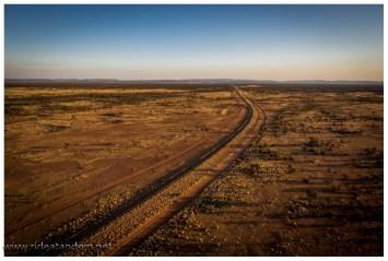 Von oben sieht man, es gibt deutlich mehr Strassen und Tracks hier in der Wüste als erwartet.