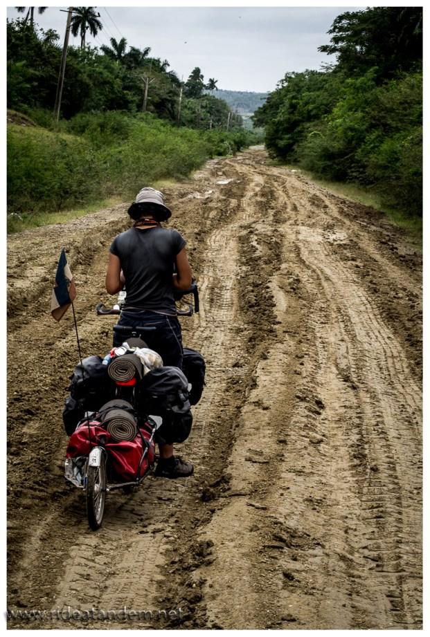 Die ersten Kilometer versprechen echten Offroad-Abenteuer ;-)