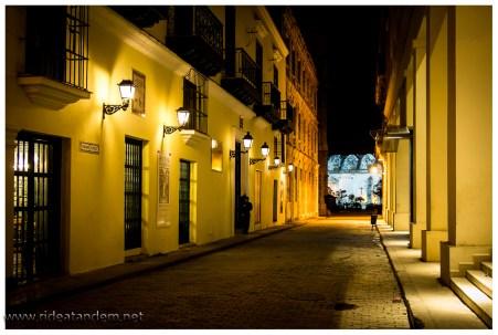 Keine AHnung warum, aber die Touristen laufen hauptsächlich tagsüber, wo immer sie hin sind, abends.