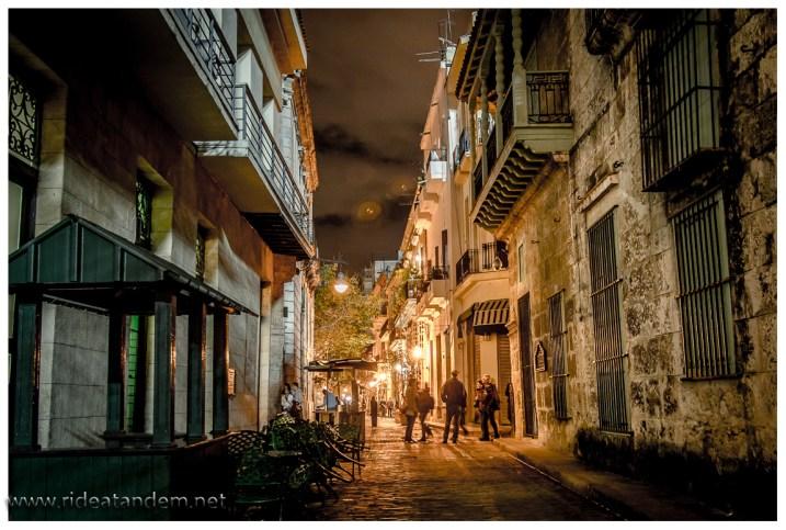 Es gibt viele super schöne bauten und abends laufen da auch kaum noch Touristen herum.