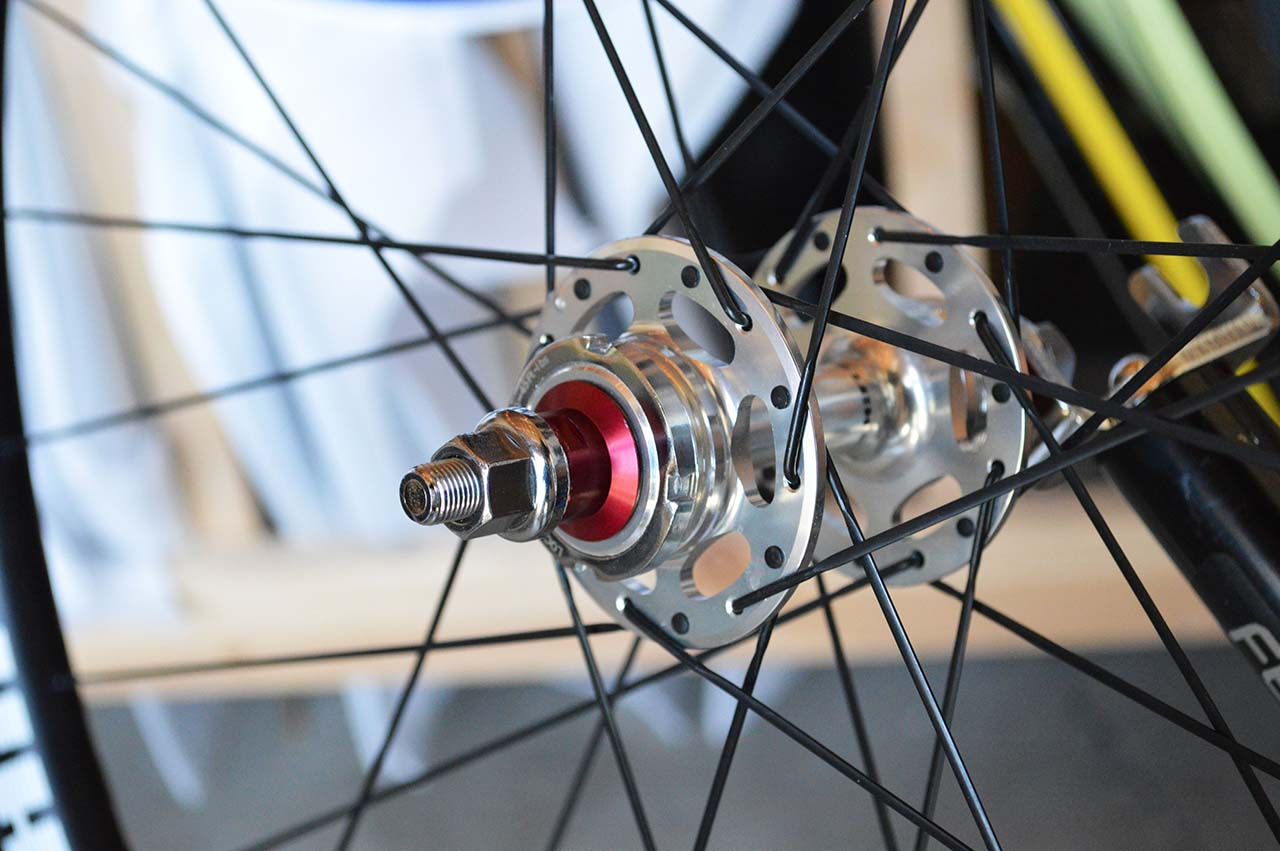 Amp Pista hub from side