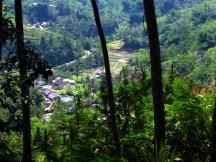 Pemandangan ke Arah Bawah dari Tangga Situs Gunung Padang Desa Karyamukti, Kecamatan Campaka Cianjur, Jawa Barat