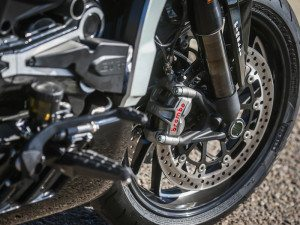 Fully adjustable fork has DLC coating on the XDiavel S, which also gets M50 Brembo Monobloc radial calipers.