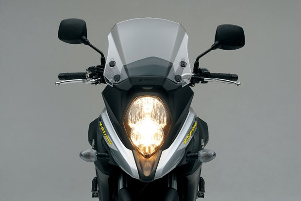 The new V-Strom 650 now looks more like its DL1000 big brother, with a prominent beak, vertically stacked headlight and manually adjustable windscreen.