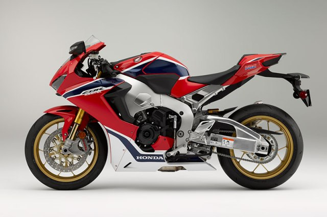 Honda has shaved an incredible 33 pounds off of the CBR1000RR SP, reducing curb weight to 430 pounds (claimed, European spec).
