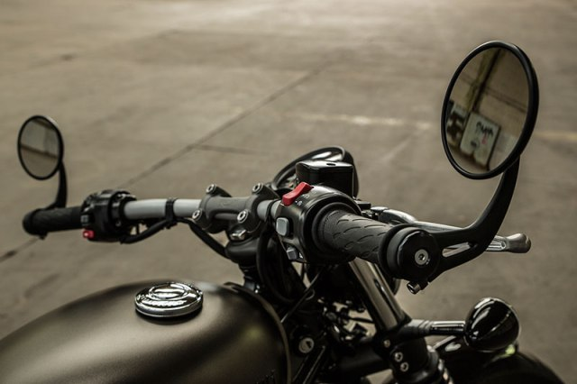 The Bonneville Bobber has a wide, flat handlebar with bar-end mirrors. The twin gauges are adjustable to match the riding position.