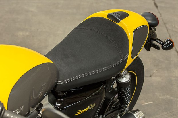 The Triumph Street Cup's bullet seat has an Alcantara-like cover and a removable cowl.