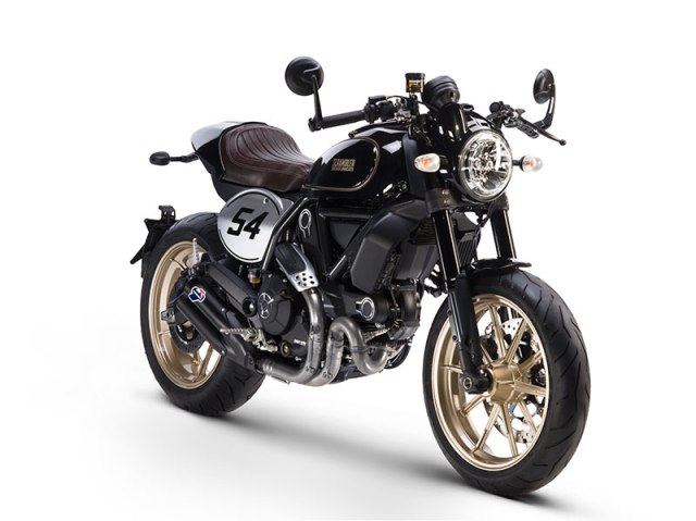 The Cafe Racer is the only Scrambler model to feature 17-inch wheels both front and rear and clip-on handlebars.