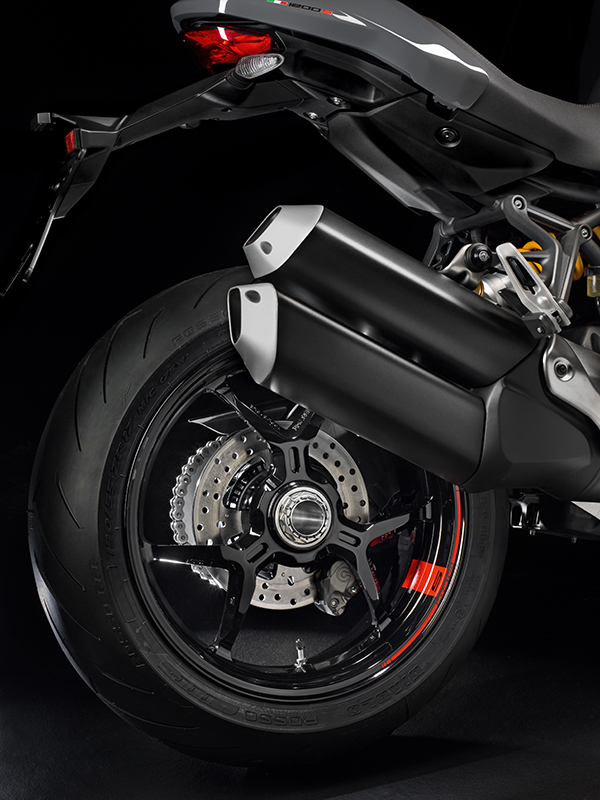 2017 ducati monster 1200 and 1200 s first look review rider magazine. Black Bedroom Furniture Sets. Home Design Ideas