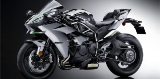 2017 Kawasaki Ninja H2. The ultra-exclusive Carbon edition will have a carbon fiber upper cowl, mirror-finish paint and a serial number plate.