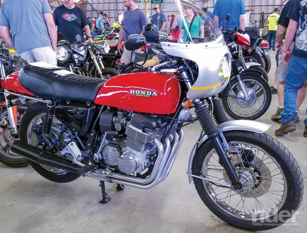 This spotless Honda 750 Super Sport stopped me in my tracks.