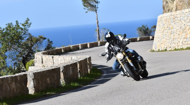 We put the Continental RoadAttack 3s to the test on a BMW R nineT and Ducati Multistrada 1200.