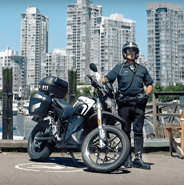 An officer poses with a Zero DSR police bike.