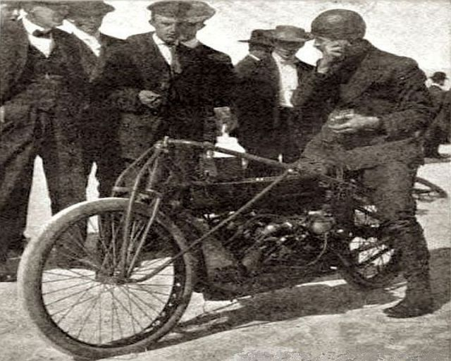 """Glenn Curtiss talking to """"Tank"""" Waters just before getting into position for the run."""