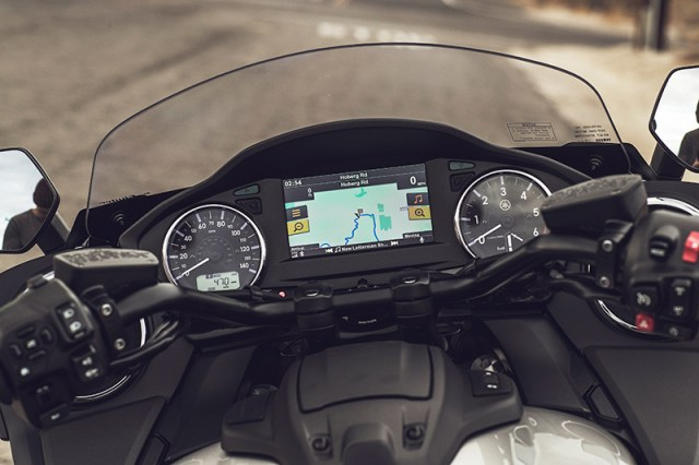 2018 Yamaha Star Eluder dash