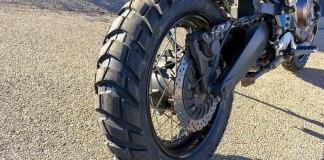 Metzeler Karoo 3 tires.