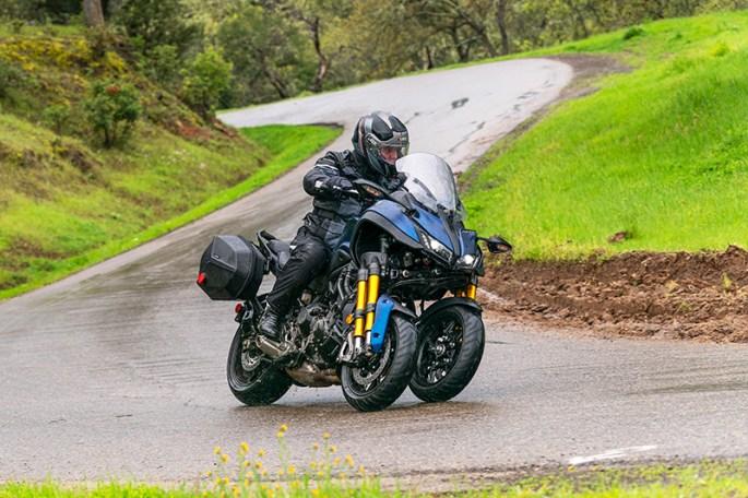 2019 Yamaha Niken GT action lean