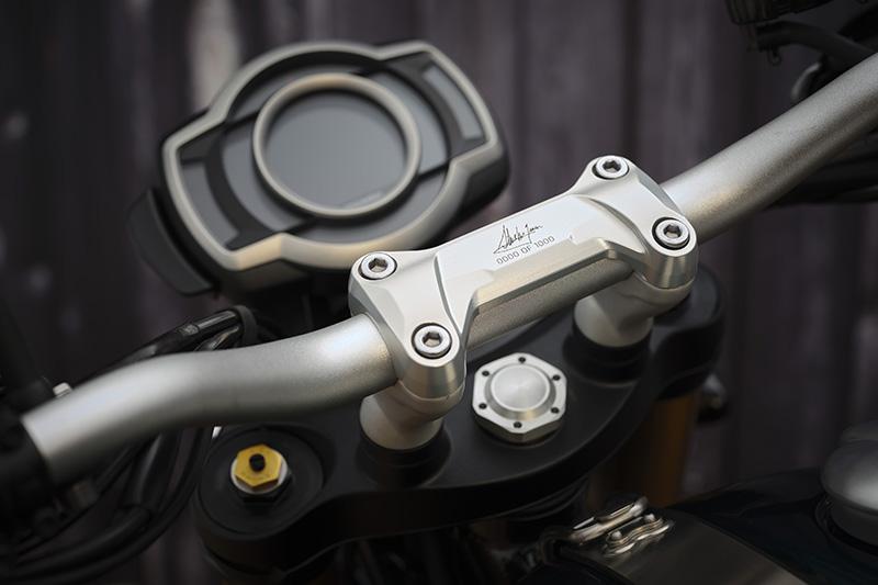 2022 Triumph Scrambler 1200 Steve McQueen Edition signature triple clamp