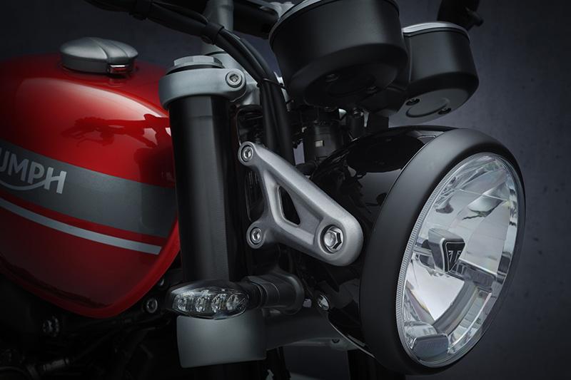 2022 Triumph Speed Twin review headlight