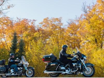 Les meilleurs circuits de moto pour contempler les couleurs d'automne en l'Ontario