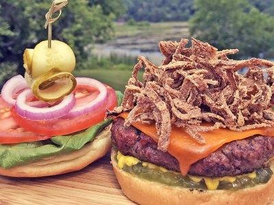 Mettre les freins en moto pour les meilleurs hamburgers des hautes-terres de l'Ontario