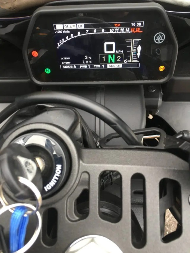 Yamaha R1 screen