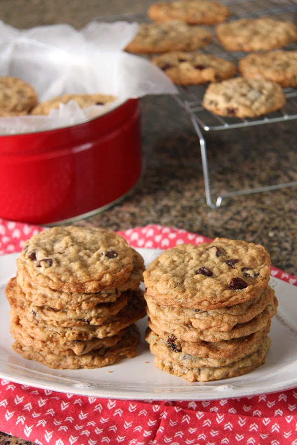 Oatmeal Cookies with Chocolate Chips or Raisins (3) | Ridgely's Radar