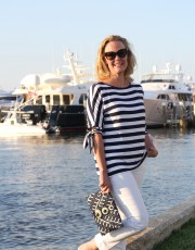 Ridgely Brode is sporting a comfortable and classic navy and white striped tie top while on vacation on her blog, Ridgely