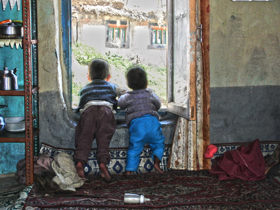 Kids-at-window
