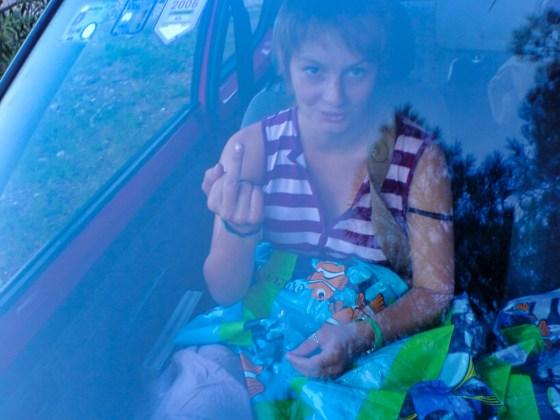 JH is erg blij met haar Finding Nemo luchtbed