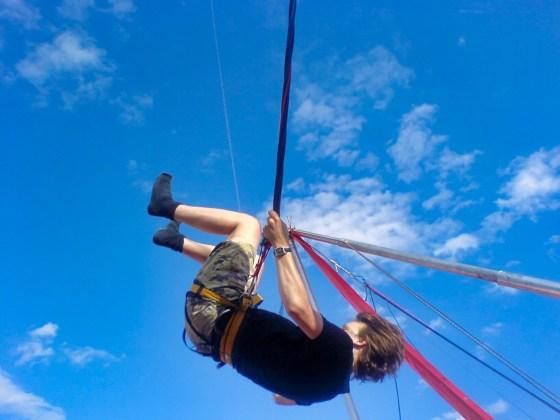 RH in een spring elastiek trampoline ding apparaat schiet voorwerp 03