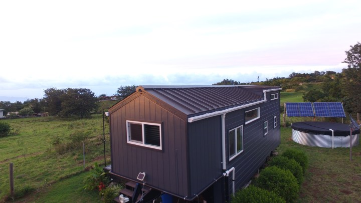 Tiny Off-Grid House in Hawaii