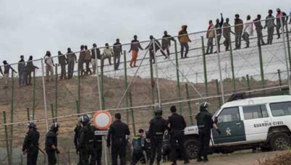 تسلل ناجح لأكثر من 230 مهاجرا افريقيا الى مليلية في ثاني أيام العيد