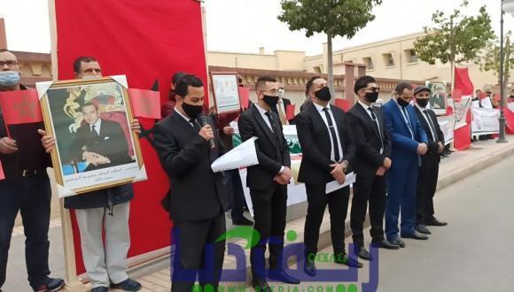 جمعية أوفياء العرش جهوية الشرق في وقفة احتجاجية بسفارة الجزائر بوجدة (فيديو+صور)