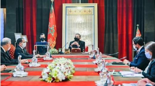 الملك يوبخ عددا من الوزراء والمسؤولين بعد تأخر تنزيل استراتيجية الطاقات المتجددة