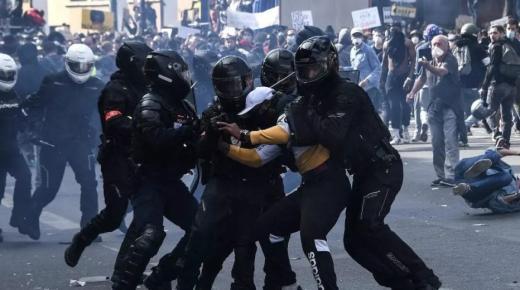 """باريس تشتعل.. مظاهرات كبيرة واعتقال 142 شخصا بسبب """"قانون الأمن الشامل"""""""