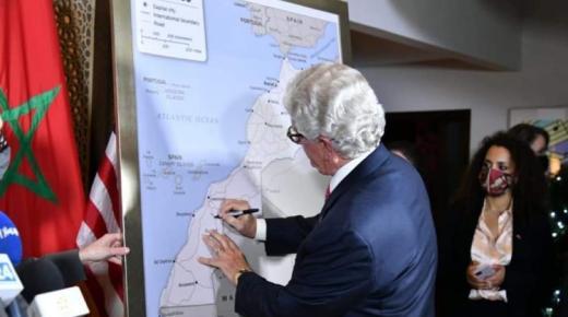 السفير الأمريكي يقدم خريطة المغرب الكاملة المعتمدة رسميا من قبل الحكومة الأمريكية