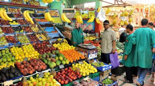 الحكومة تشرع في إعفاء منتجي الخضر والفواكه من إلزامية المرور عبر أسواق الجملة