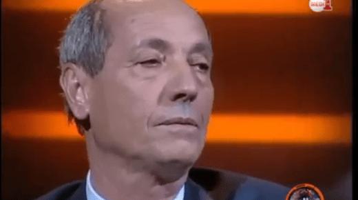 عبدالسلام الصديقي يغني ويُغالبه دموعه في برنامج تلفزي